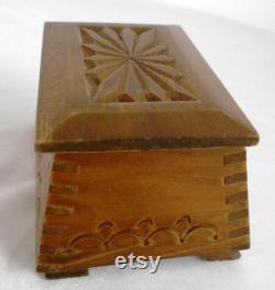 Hand engraved wooden box, Vintage wooden box, Wooden jewelry box, Wooden box with lid, Small wooden box
