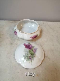 Pretty China Pot With Lid Vanity Storage Dresser Pot